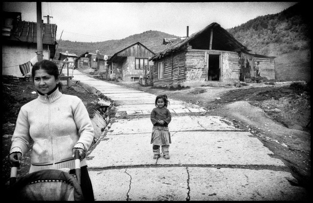 Roma osada de Richnava. Les quartiers roms sont souvent éloignés aux périphéries des villes et villages. Slovaquie, mai 2009