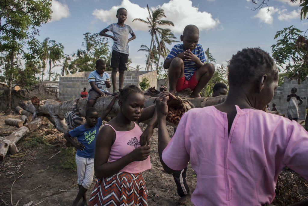 Deux mois après le passage du cyclone Idai au Mozambique, certains villages d'agriculteurs restent très affectés, ici à Ceramica-Ngupa, les gens ne recoivent aucune aide ni de l'état, ni humanitaire et ont pour la plupart perdu leur production durant le cyclone. Beira, Mozambique, mai 2019.